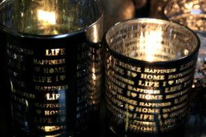 Tuikkuastia, lasia, tekstiä
