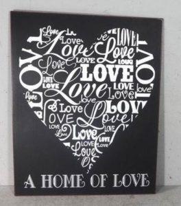 """Metallinen sisustuskyltti """"Home of Love"""" (musta)"""