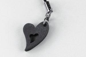 Sydän-kännykkäkoru -musta