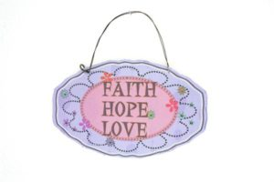 "Metallinen sisustuskyltti ""Faith, Hope, Love"""