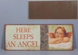 """Metallinen sisustuskyltti """"Here sleeps an angel"""""""