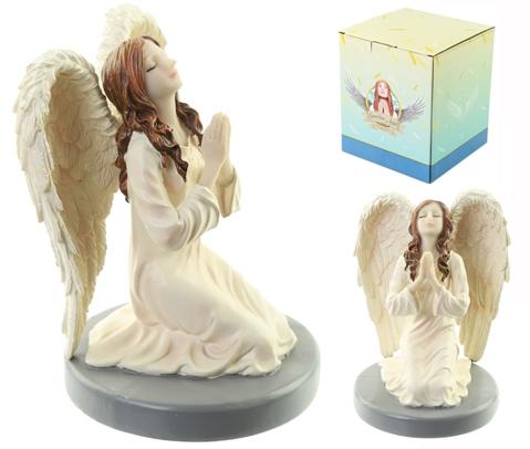 Rukoileva enkeli polvillaan