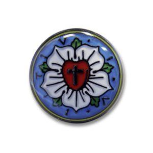 Pinssi, Luther ruusu, metallia