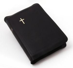Keskikokoinen nahkakantinen Raamattu, musta (reunahakemisto, kultasyrjä)