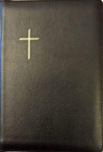 Keskikokoinen Raamattu, musta, reunahakemisto, kultasyrjä