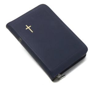 Keskikokoinen nahkakantinen Raamattu, tummansininen (vetoketju, reunahakemisto)