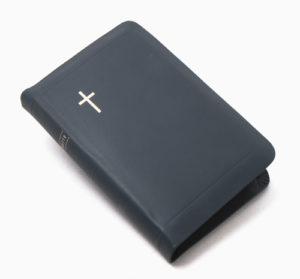 Keskikokoinen nahkakantinen Raamattu, siniharmaa (vetoketju, kultasyrjä)