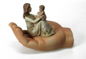 Koriste-esine, Käsi, äiti ja lapsi