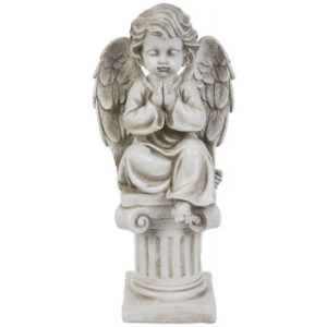 Pylvään päällä rukoileva enkeli