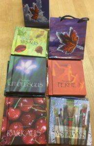Pieni kirjalahja-sarjan 6 lahjakirjaa (Armo, Kiitollisuus, Perhe, Rakkaus, Viisaus ja Ystävyys)